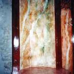 Detalle de marmolizado verde y rojo.