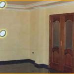 """Salón con finos acabados: -techo drapeado fino y molduras decoradas  -paredes de estuco veneciano """"a la cal"""""""