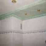 Techo de baño, combinando diferentes pátinas y marmolizados en tonos verdosos.